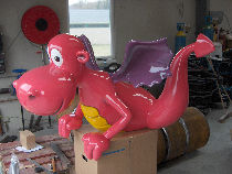 Sculpture en polyester : Dragon rose.